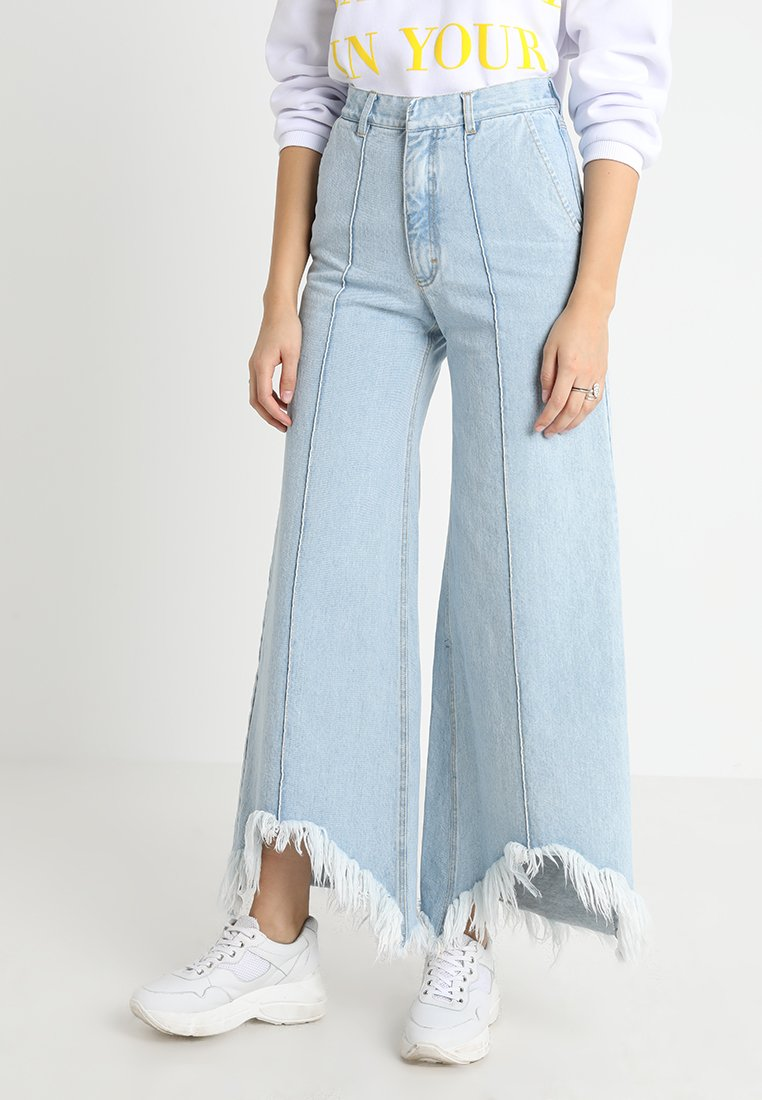 Ksenia Schnaider - WIDE JEANS WITH CUTOUTS - Straight leg jeans - light blue