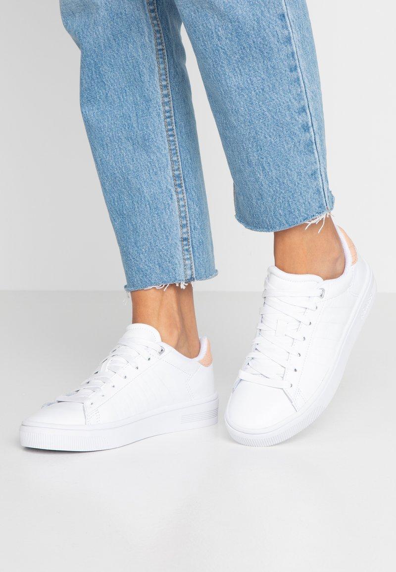 K-SWISS - COURT FRASCO - Sneaker low - white/spanish villa