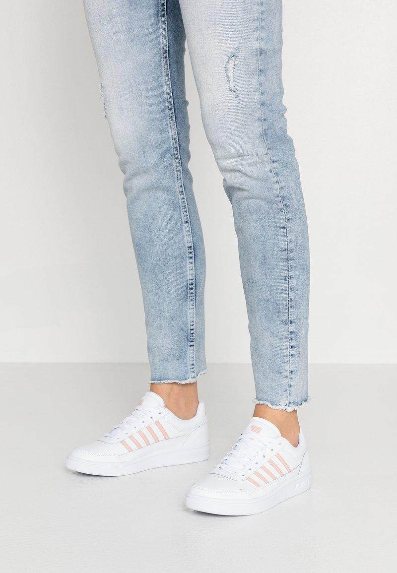 K-SWISS - COURT CHASSEUR - Sneakers laag - white/spanish villa