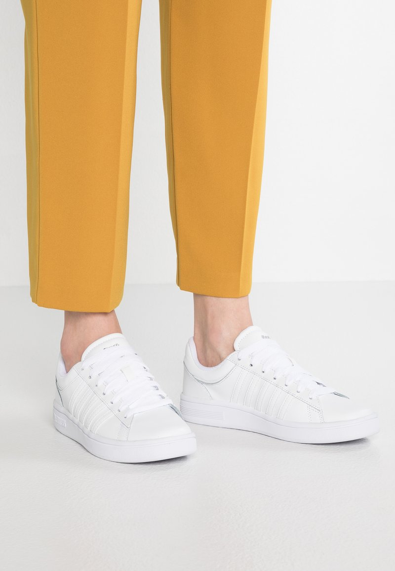 K-SWISS - COURT WINSTON - Baskets basses - white