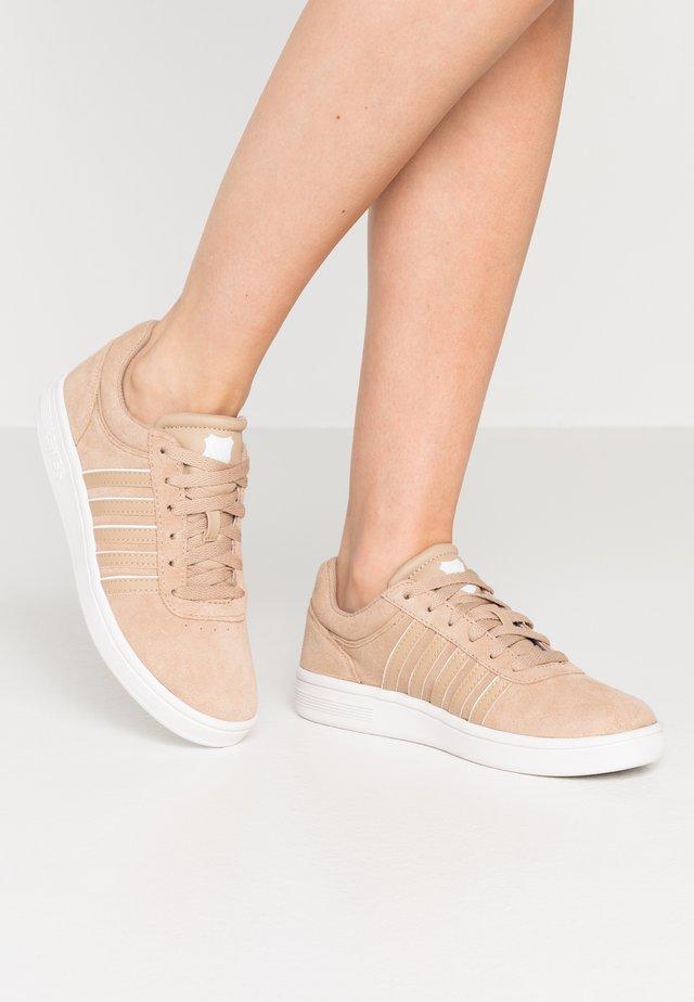 COURT CHESWICK  - Baskets basses - nougat/blanc de blanc