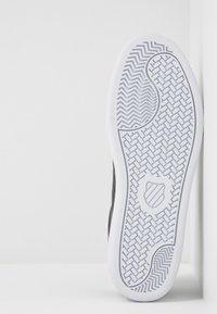 K-SWISS - COURT SHIELD - Zapatillas - black/white - 6