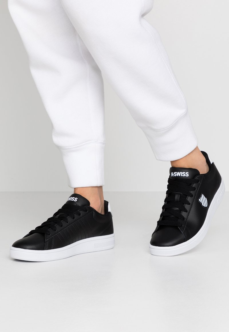K-SWISS - COURT SHIELD - Zapatillas - black/white