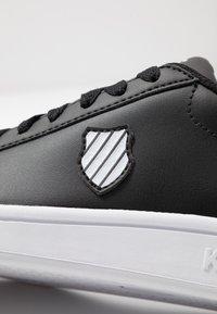 K-SWISS - COURT SHIELD - Zapatillas - black/white - 2