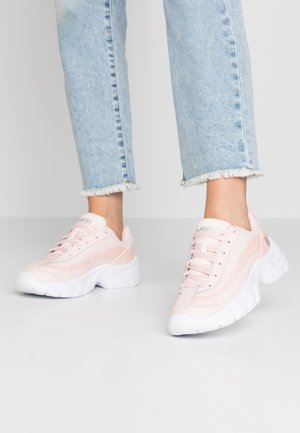 Trainers - pearl/white/silver