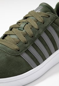 K-SWISS - COURT CHESWICK - Sneakers laag - rifle green/antique white - 5