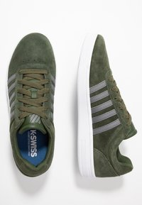 K-SWISS - COURT CHESWICK - Sneakers laag - rifle green/antique white - 1