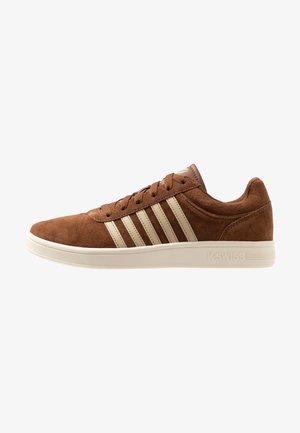 COURT CHESWICK - Sneaker low - barrel brown/antique white