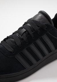 K-SWISS - COURT CHESWICK - Sneaker low - black - 5