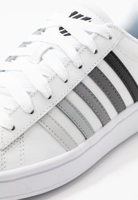 K-SWISS - COURT WINSTON - Sneaker low - white/black gradient - 5