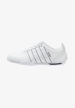 ARVEE - Joggesko - white/navy/silver