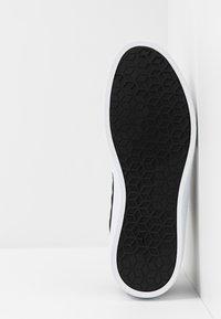 K-SWISS - DEVYN - Sneakers basse - black/white - 4