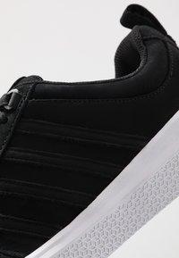 K-SWISS - DEVYN - Sneakers basse - black/white - 5