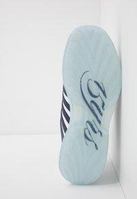 K-SWISS - RINZLER 15 YRS - Zapatillas - white/navy/crystal clear - 4