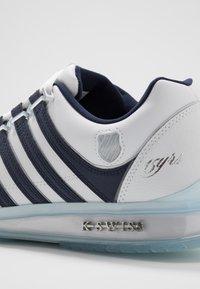 K-SWISS - RINZLER 15 YRS - Zapatillas - white/navy/crystal clear - 5