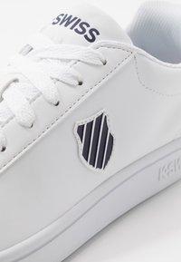 K-SWISS - COURT SHIELD - Sneaker low - white/navy - 5
