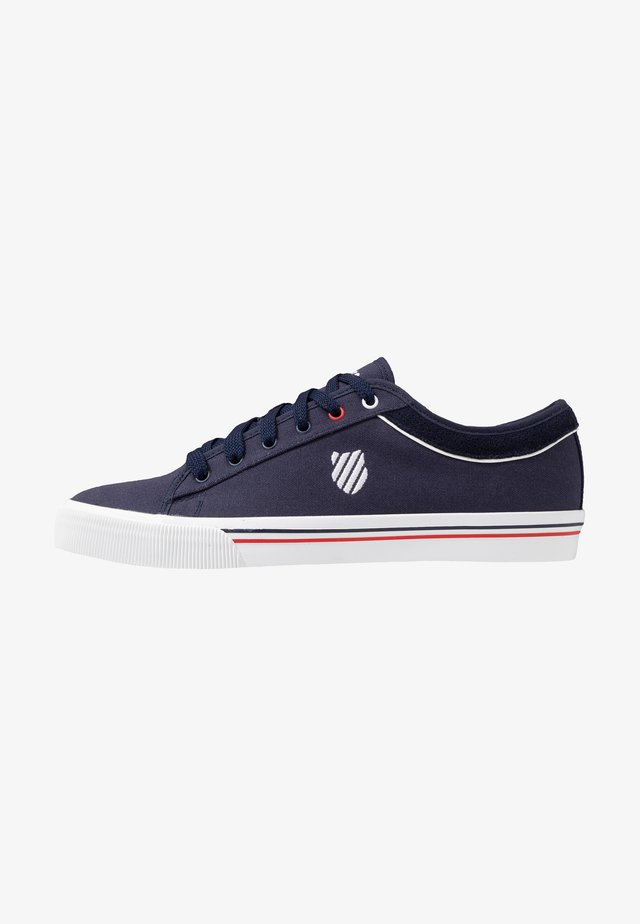 BCV CVS - Joggesko - navy/red/white