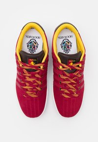 K-SWISS - COURT PRO II CMF X HARRY POTTER - Trainers - red - 3