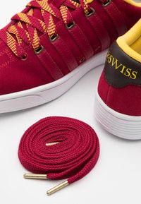 K-SWISS - COURT PRO II CMF X HARRY POTTER - Trainers - red - 5