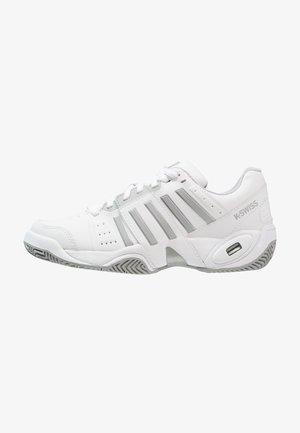 ACCOMPLISH III - Multicourt tennis shoes - white/highrise