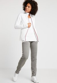 K-SWISS - HYPERCOURT PANT - Teplákové kalhoty - light grey melange - 1