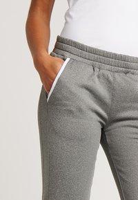 K-SWISS - HYPERCOURT PANT - Teplákové kalhoty - light grey melange - 3