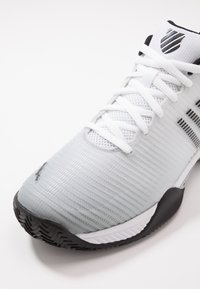 K-SWISS - HYPERCOURT EXPRESS 2 HB - Clay court tennissko - white/high-rise/black - 5
