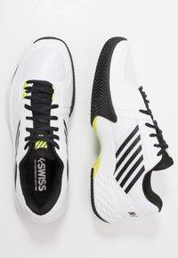 K-SWISS - AERO COURT HB - Zapatillas de tenis para tierra batida - white/black/yellow - 1