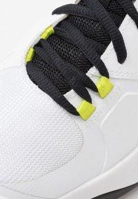 K-SWISS - AERO COURT HB - Zapatillas de tenis para tierra batida - white/black/yellow - 5