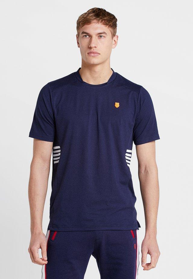 HYPERCOURT CREW TEE - T-shirt med print - navy
