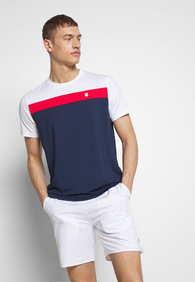 HERITAGE SPORT TEE CLASSIC - T-shirt z nadrukiem - navy/red/white