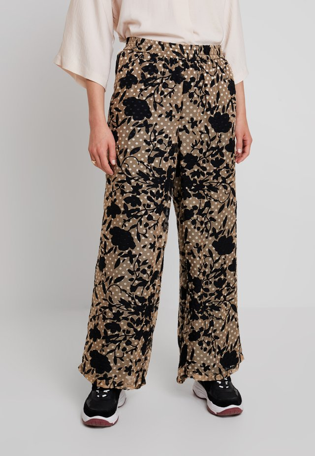 LUCKY PANTS - Broek - cork