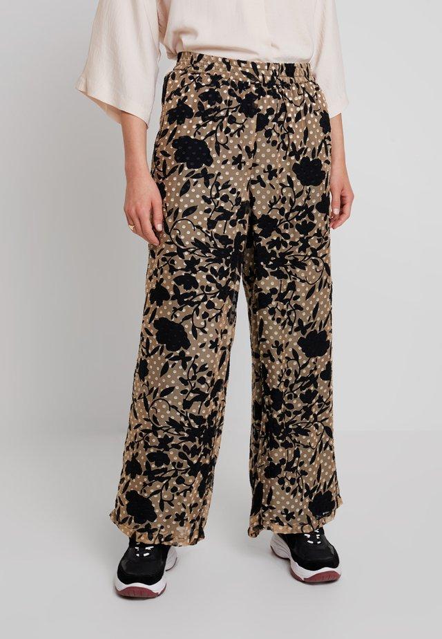 LUCKY PANTS - Pantalon classique - cork