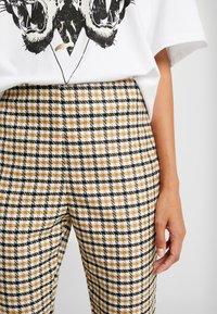Karen by Simonsen - MASHAKB PANTS - Spodnie materiałowe - chai tea - 4