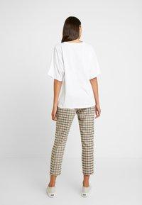 Karen by Simonsen - MASHAKB PANTS - Spodnie materiałowe - chai tea - 2