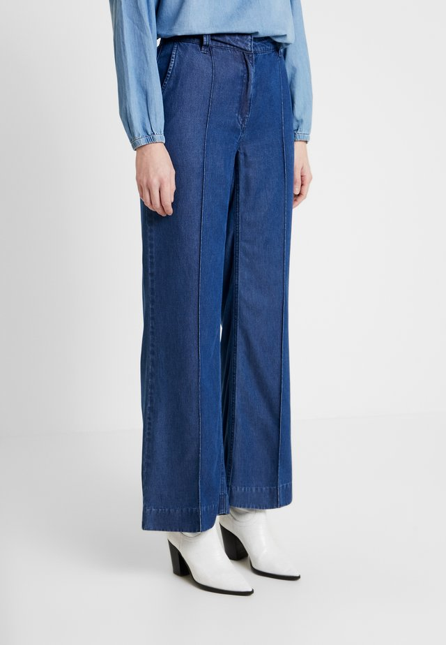 DIMA PANTS - Kangashousut - light denim blue