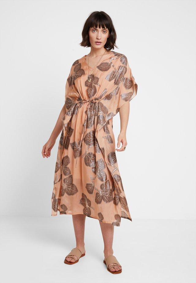 LINA DRESS - Denní šaty - cork