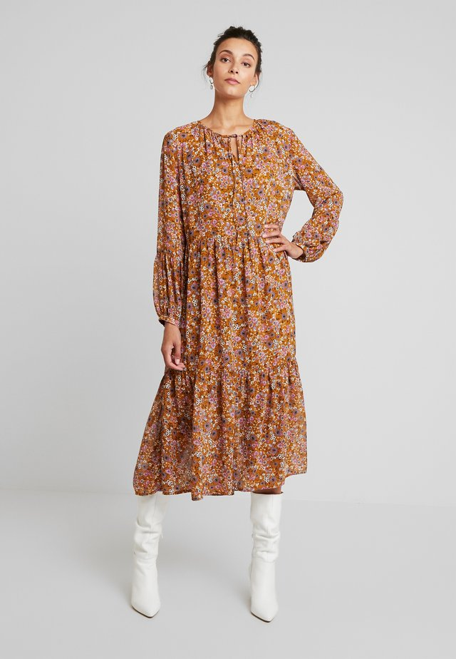 MALAGAKB DRESS - Denní šaty - chai tea
