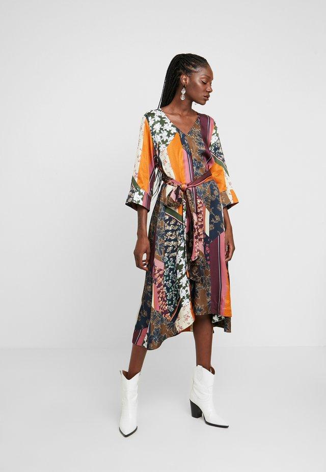 MOSA TIE DRESS - Day dress - desert palm