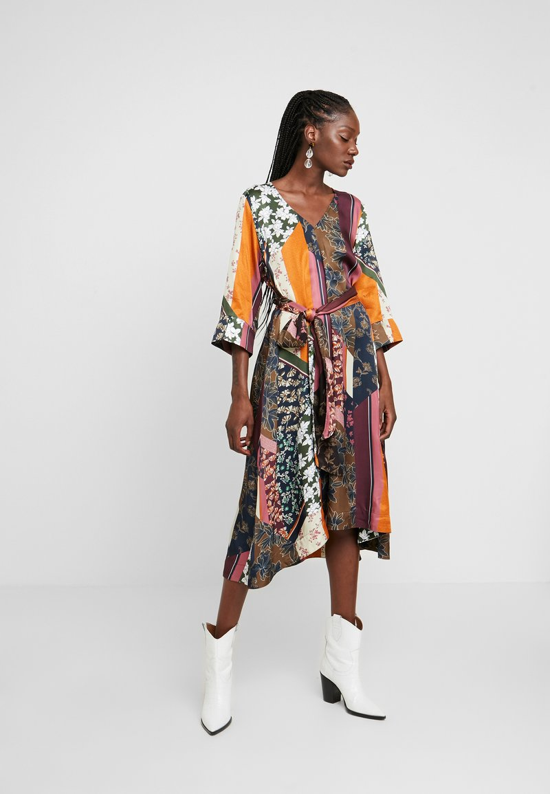 Karen by Simonsen - MOSA TIE DRESS - Day dress - desert palm