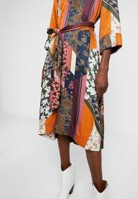 Karen by Simonsen - MOSA TIE DRESS - Day dress - desert palm - 6