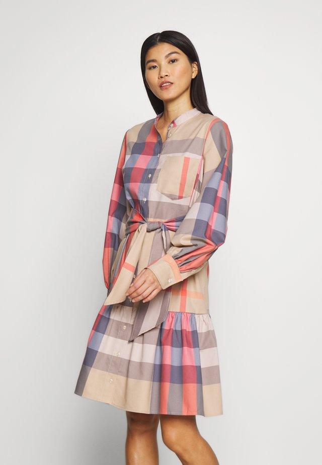 LUCK DRESS - Sukienka koszulowa - cement