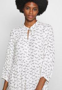 Karen by Simonsen - CEBRAKB TUNIC DRESS - Denní šaty - egret - 2