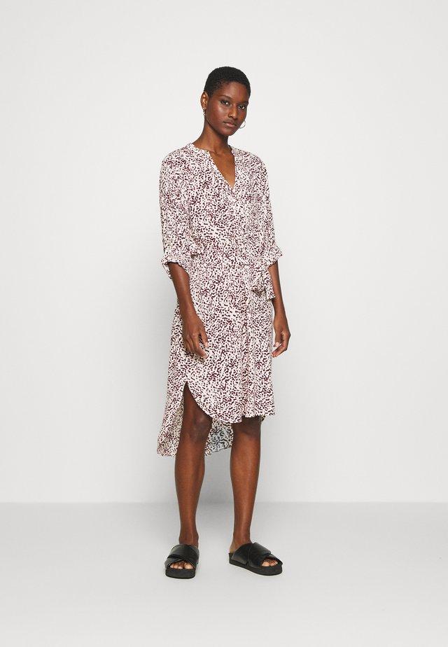 BECKY DRESS - Vapaa-ajan mekko - blurred