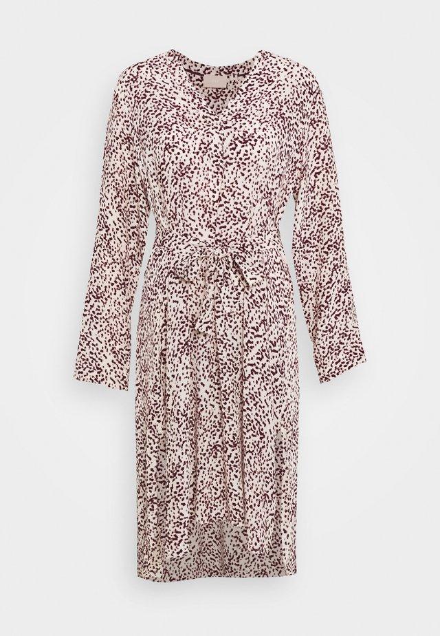 BECKY DRESS - Denní šaty - blurred