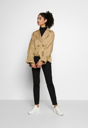ENVA CROPPED TRENCHCOAT - Summer jacket - latté