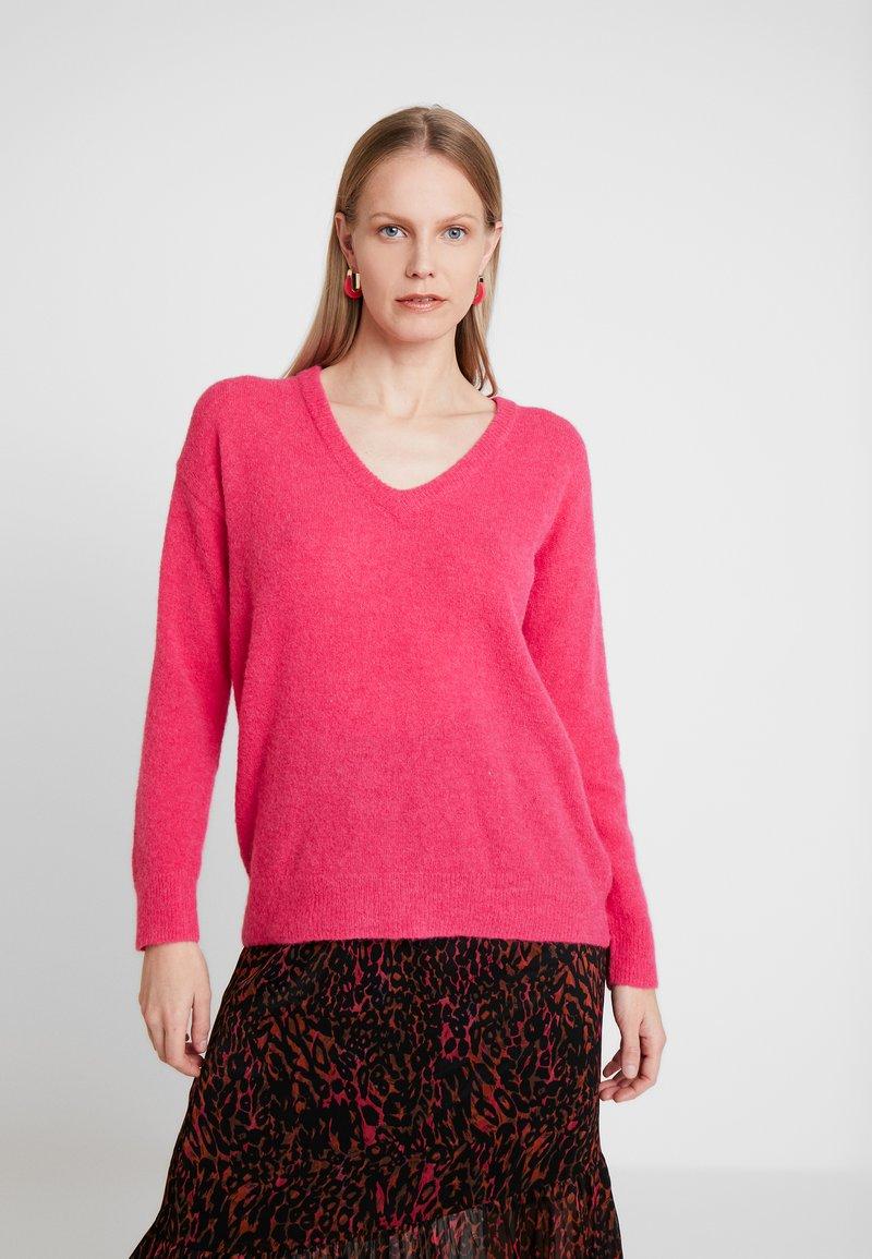Karen by Simonsen - OMALLEY V NECK - Strikkegenser - virtual pink