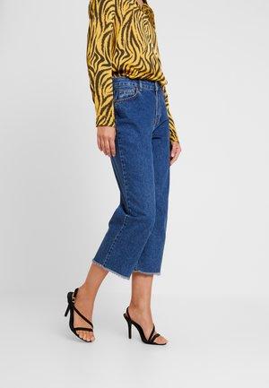 MEEZOKB CROPPED - Flared jeans - denim blue
