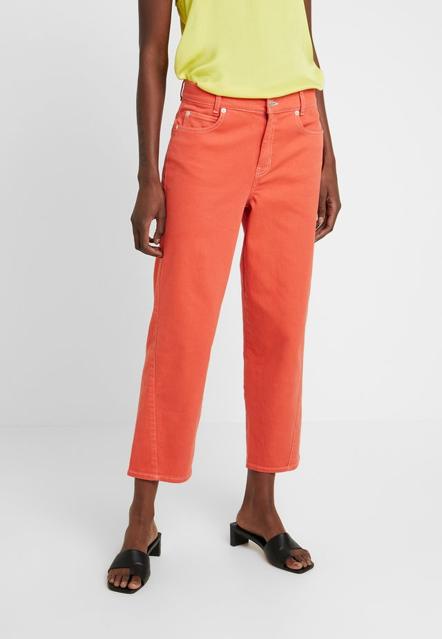 REESEKB CROPPED - Jeans Straight Leg - chili
