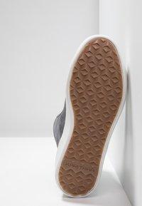 KariTraa - TAKT - Hiking shoes - dove - 4